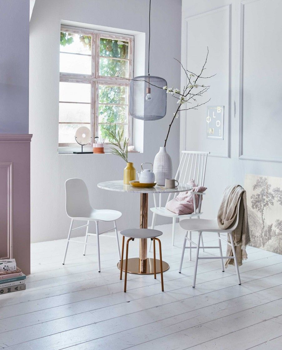 Eetstoel Met Tafel.Ronde Tafel Met Witte Stoel Scandinavian Interior Design