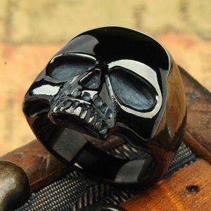 Schwarzer Totenkopf-Ring http://www.modeschmuck-onlineshop.com/onlineshop/ringe/gothic-biker/