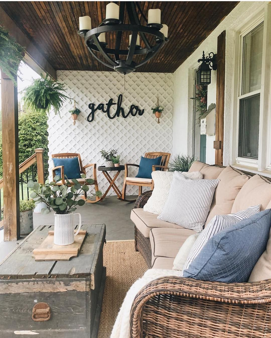Best Rustic Farmhouse front porch decorating ideas on a budget #frontporchdecorideas #farmhouseporchdecor #porchfurniture #rusticporchideas