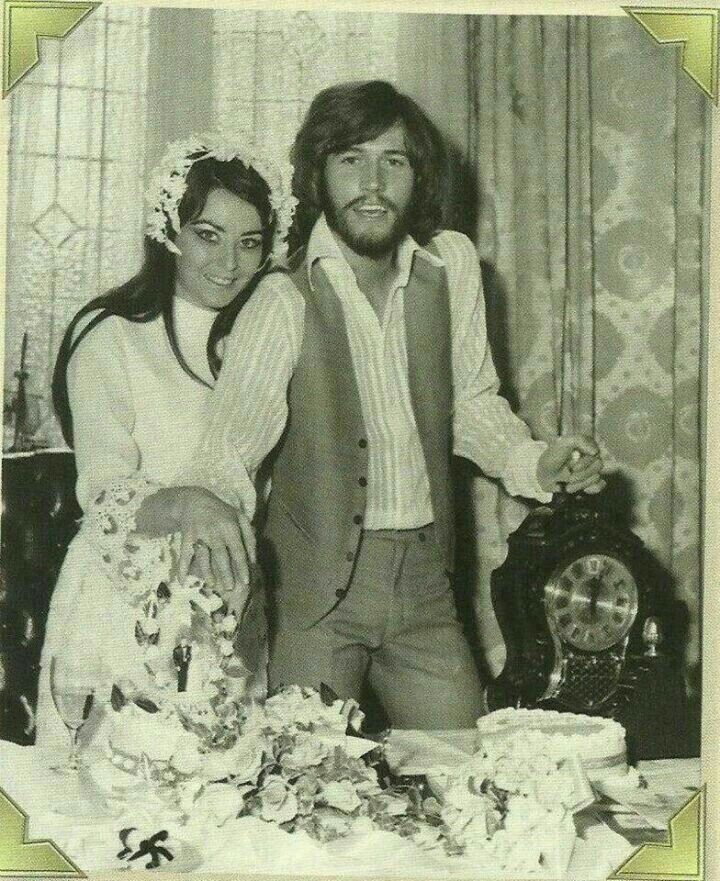 Celebrity Wedding Singers: Barry And Linda Cutting Their Wedding Cake