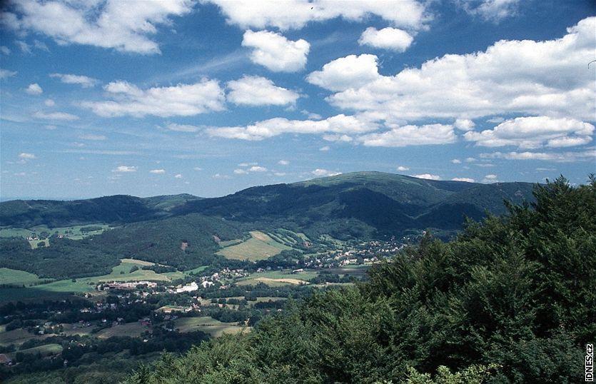 Jizerské hory - Národní přírodní rezervace Jizerskohorské bučiny – pohled na horu Smrk