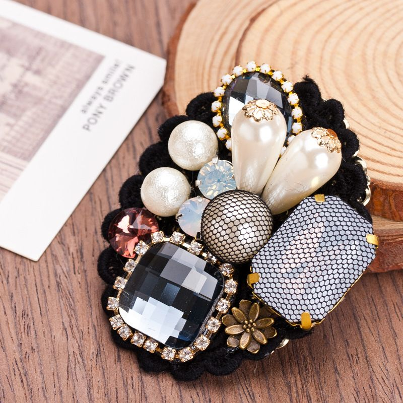 Nine Flower Brand Fashion Retro Lace Imitation Gemstones Brooch