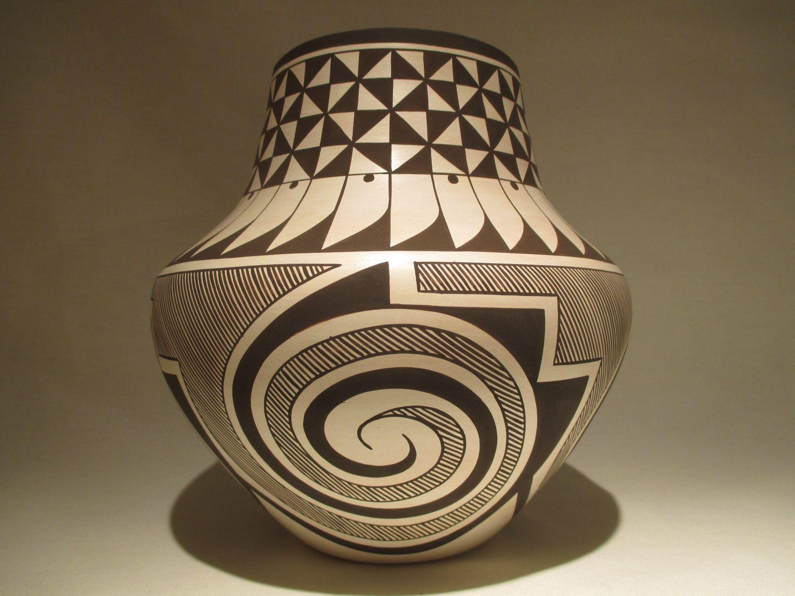 PT3026 Laguna Pottery by Native American Laguna Pueblo
