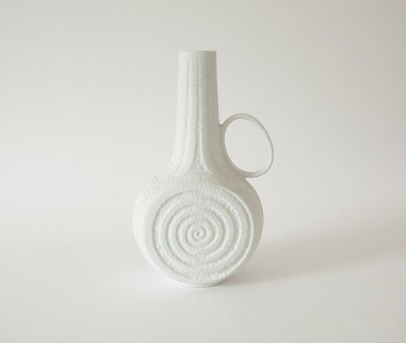 Swedish Interiordesign: Porcelain 'Spiral' Vase KPM 1960s #vase #spiral #white