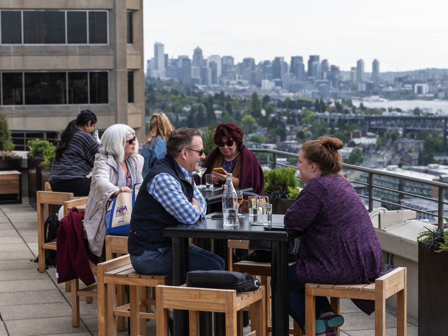 Rooftop bars are all the rage in Seattle — we rated the 4 ...