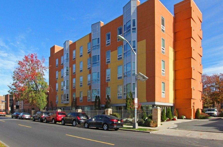Find Apartments For Rent At 120 Halsted From 1 500 In East Orange Nj 120 Halsted Has Rentals Available Ra Apartments For Rent East Orange Finding Apartments