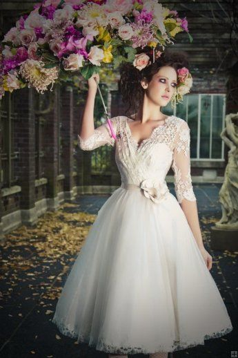 Vintage Scalloped V Neck Lace Top Short Tulle Wedding Dress with 3/4 ...