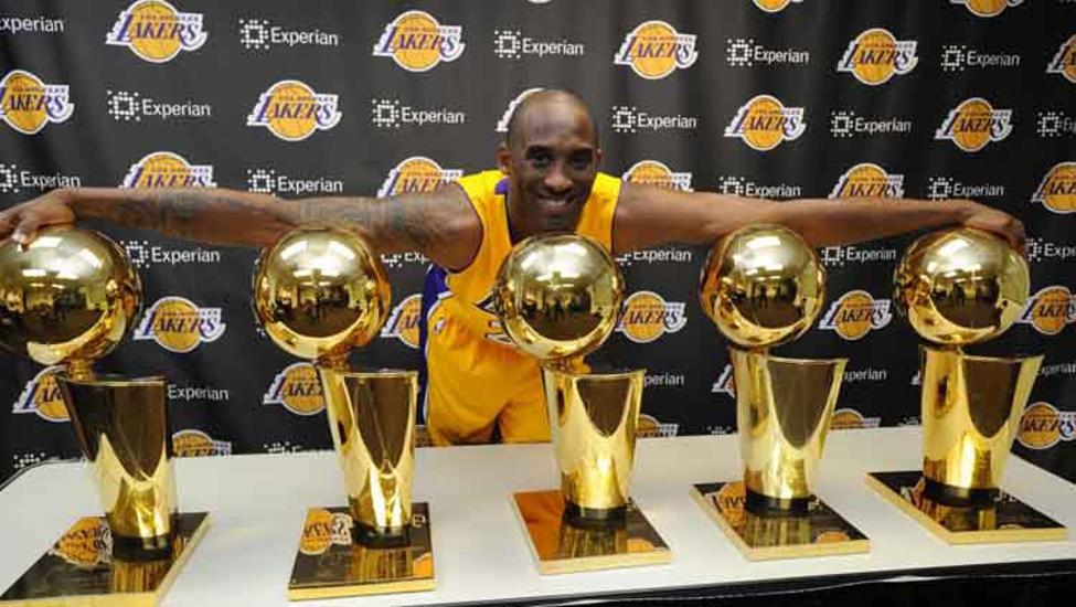 Basketinfo Id Berita Nba Kematian Kobe Bryant Meninggalkan Bekas Yang Begitu Mendalam Bagi Sejumlah Orang Di Dunia Terutama Ba Larry Bird Kobe Bryant Kobe