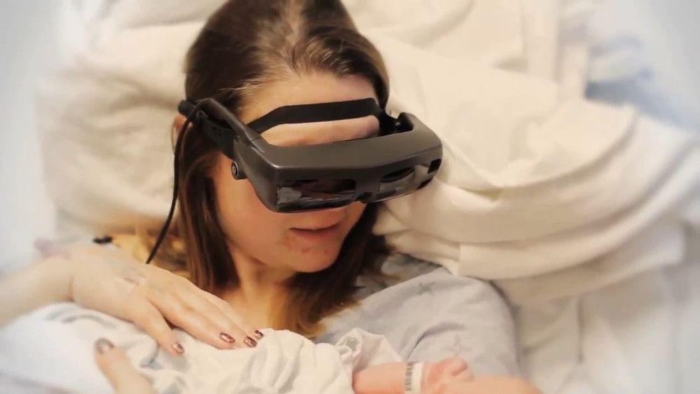 Descubre las gafas especiales que han conseguido que una madre invidente vea su bebe por primera vez #Ceguera #Emprendizaje