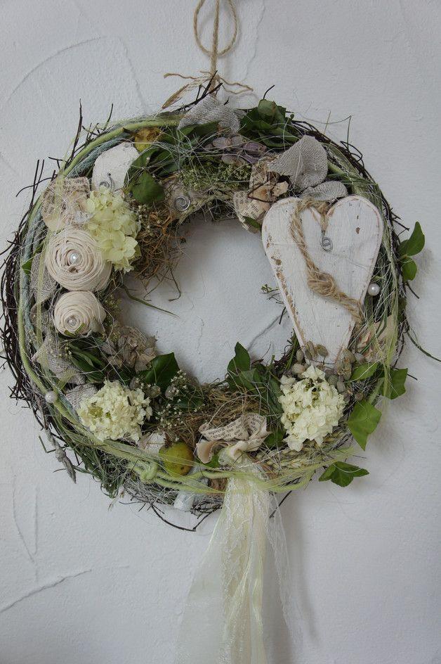 Photo of Sommerlicher Türkranz mit Wiesenblumen / floral home decor: flower wreath made …