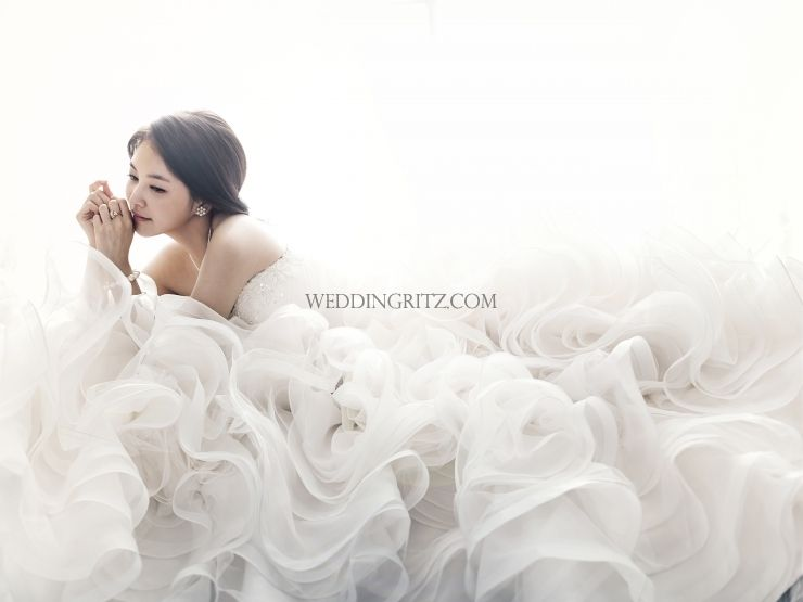 pin by cindy chou on wedding photography korean wedding photography bride portrait wedding dresses photos