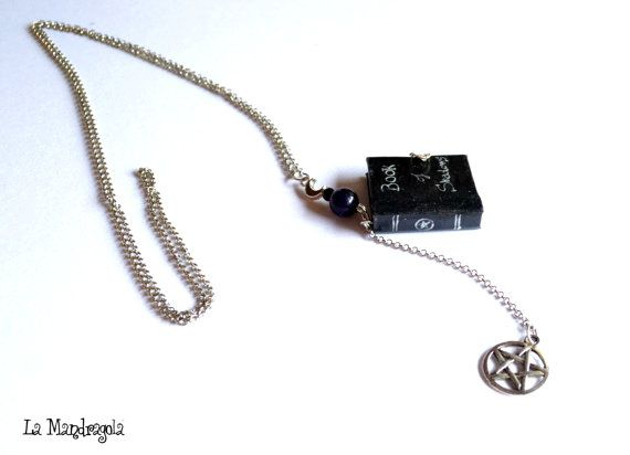 #Book of #shadows #miniature  Book #Necklace #wicca #pentacle #witchcraft #witch #black  di Mandragola su Etsy, €19.00