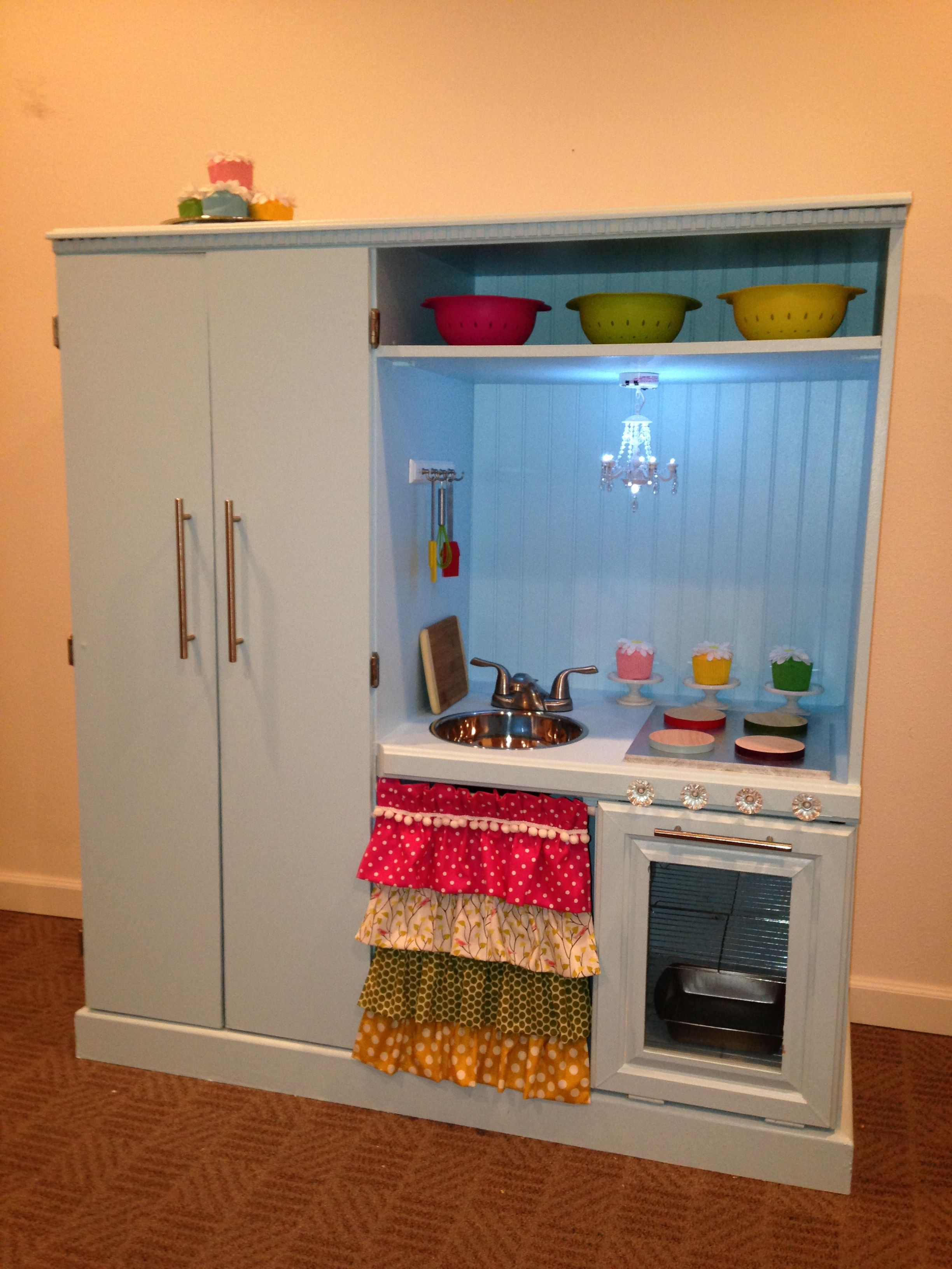 Play kitchen completed!