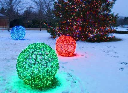 Christmas decorations ball lights chicken wire and lights christmas lights mozeypictures Image collections