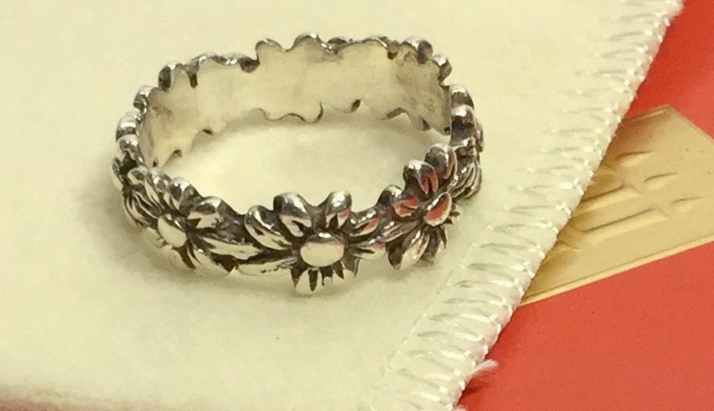 RARE Retired James Avery Daisy Flower Band Ring Size 7