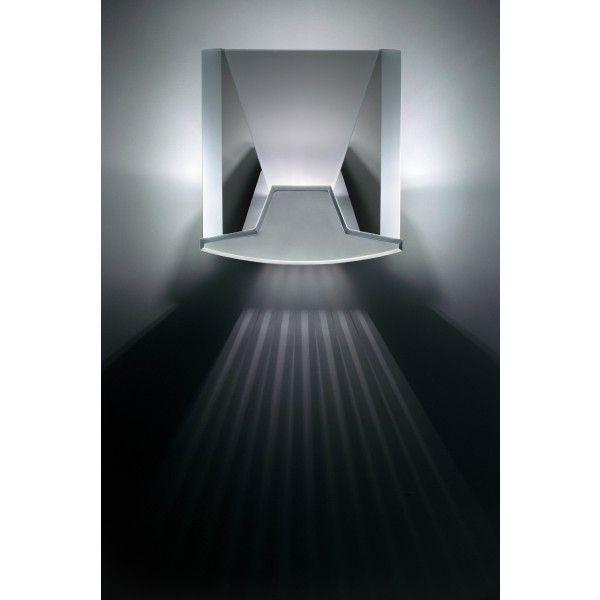 Lumina Aurora 14 wandlamp halo. Alsof er zonnestralen uit deze #wandlamp van @lumina_Italia schijnen! #verlichting #lampen #wandlampen #design #Flinders