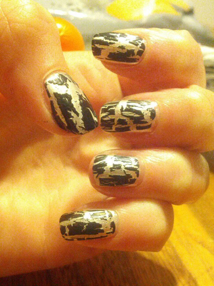 Dark crackled nail polish design