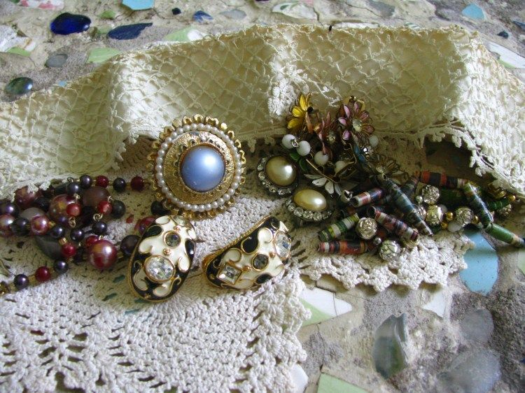 Junkin' for Jewelry... Step in to the world of Upcycling... - Artisan Whimsy