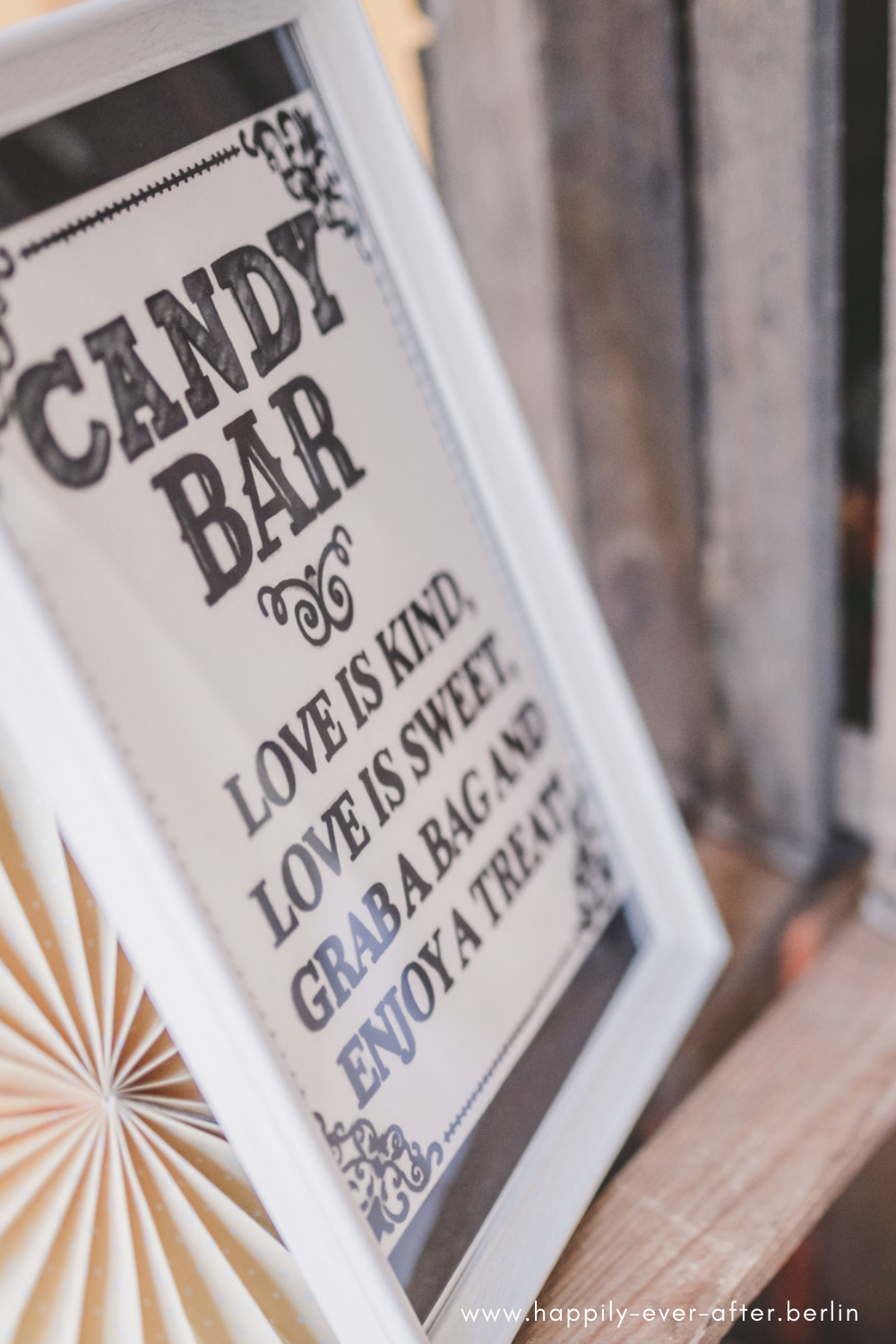 Schild / Spruch für die Candybar oder den Sweet Table. Love is Sweet!
