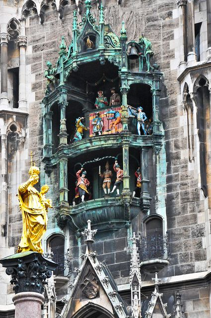 Munich Germany Neuses Rathaus The Glockenspiel At Marienplatz Germany Munich Germany Places To Travel