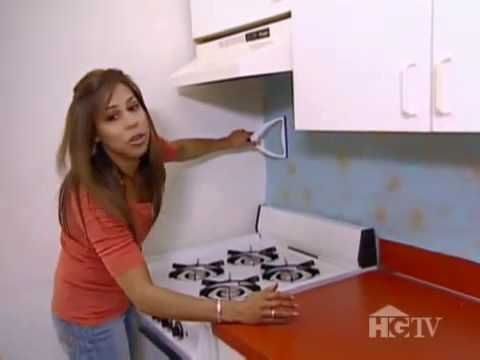 Diy Wallpaper Backsplash This Designer Says The Key Is To Cover With A Coat Of Polyurethane For Durability H Backsplash Diy Backsplash Cheap Backsplash Tile