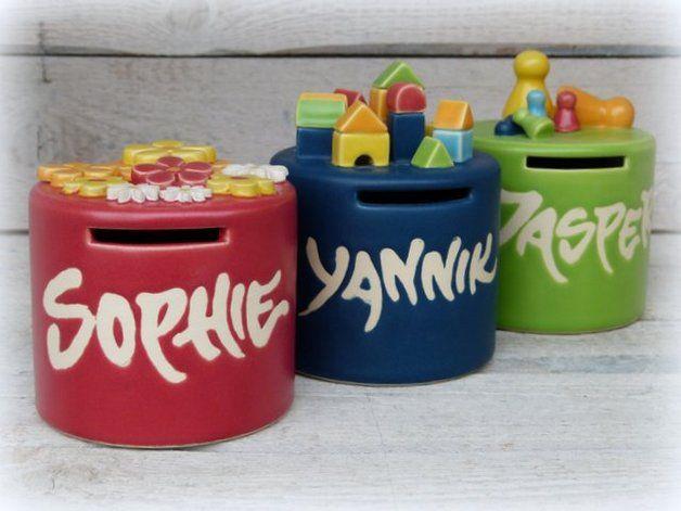 f r kinder spardose mit namen breite form ein designerst ck von farbton keramik bei. Black Bedroom Furniture Sets. Home Design Ideas