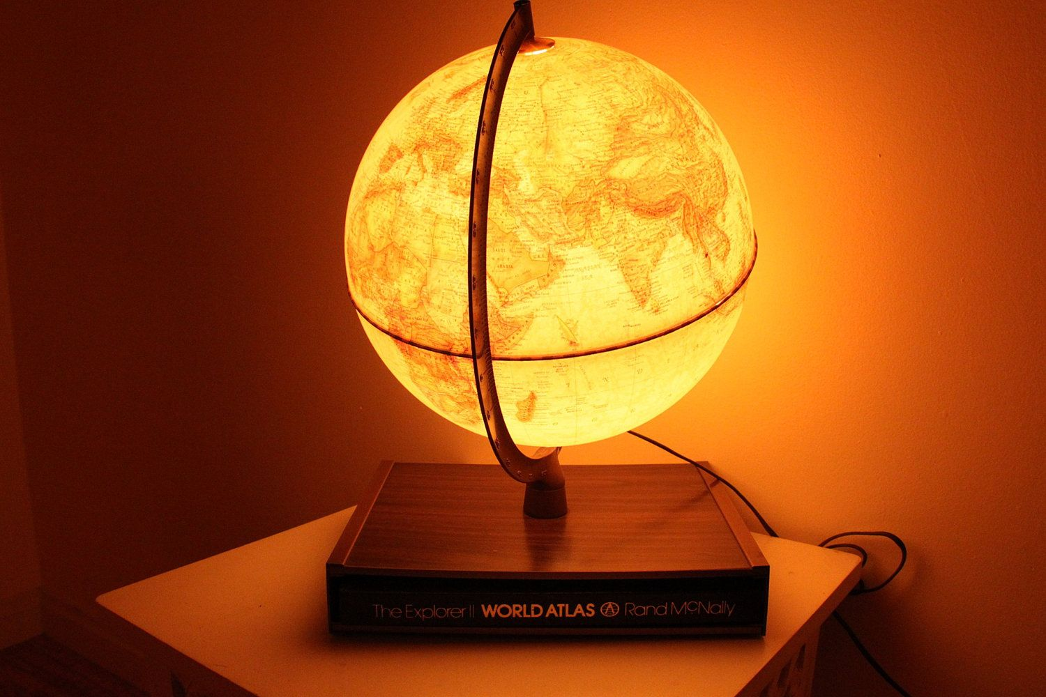 I Ve Been In Love With Light Up Globes Since I Was 10 Globe Lamps Vintage Globe Lamps Vintage Globe