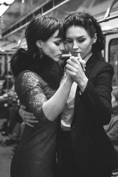 girls kissing and dancing