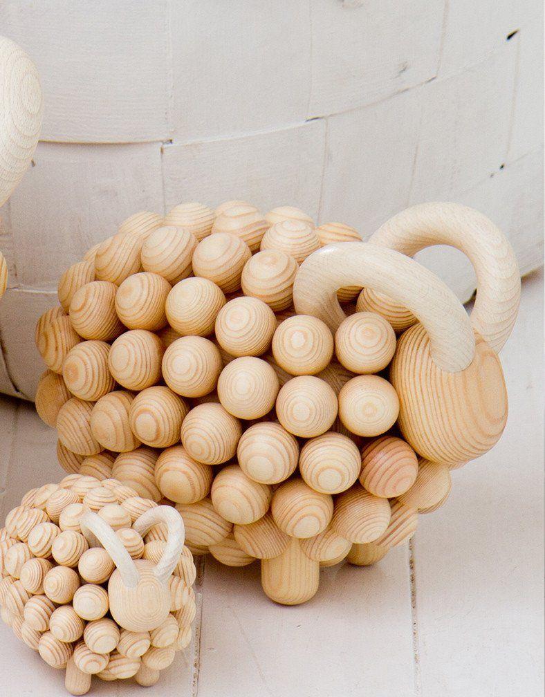Aarikan Pässi on suomalaisen sisukkuuden symboli ja klassikko, joka on saanut rinnalleen iloisia ja tyylikkäitä Pässi-tuotteita. Veistokset on suunnitellut Kaij