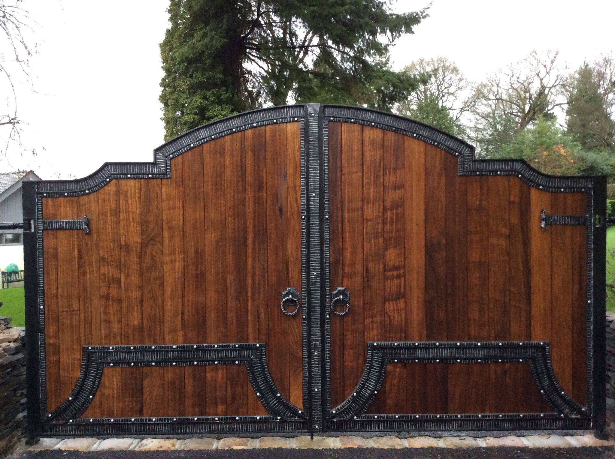 A Mix Of Wood And Wrought Iron Electric Gates With Images