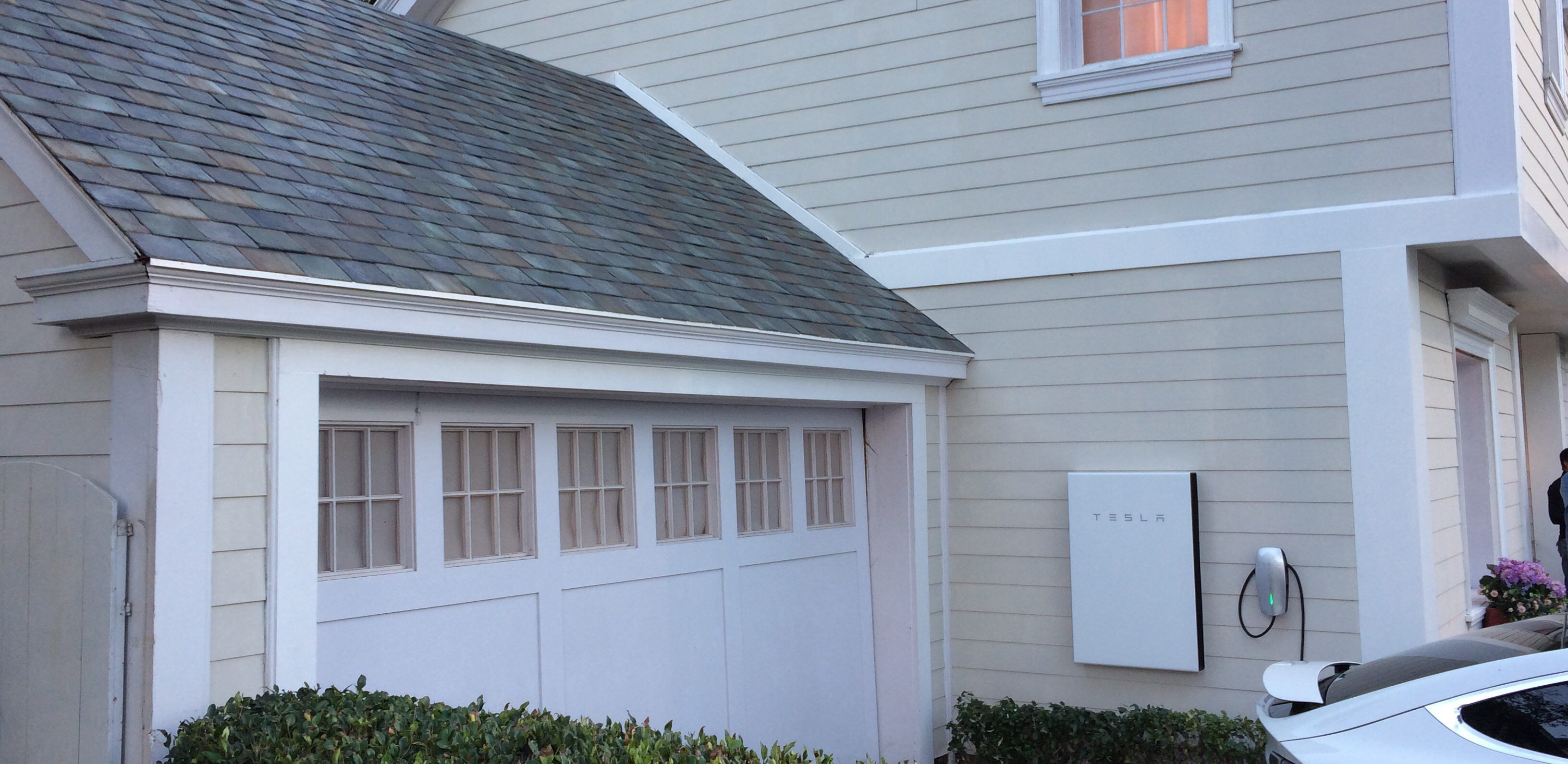 Tesla Powerwall 2 Is A Game Changer In Home Energy Storage 14 Kwh W Inverter For 5 500 With Images Powerwall Tesla Powerwall Solar Roof