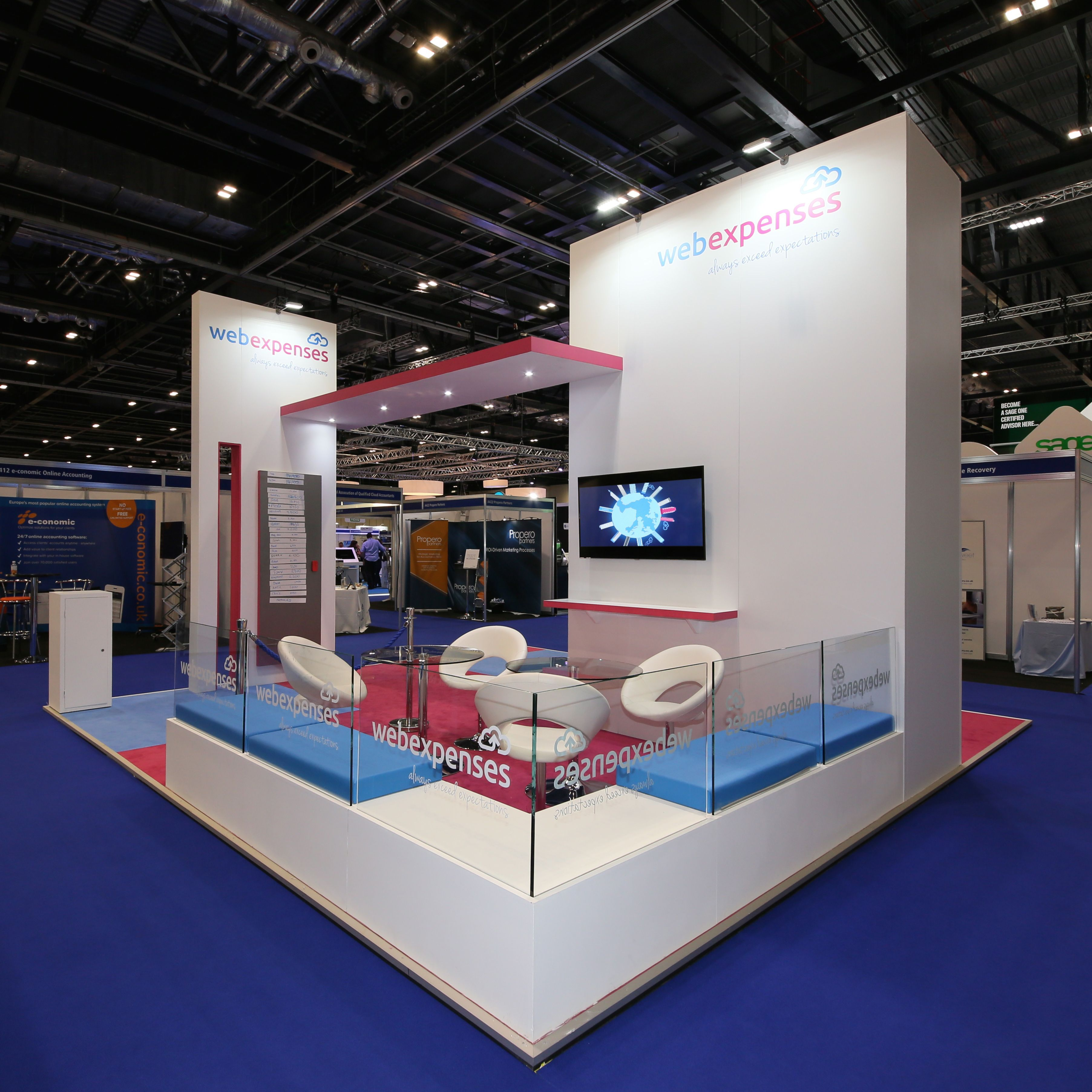 Exhibition Stand Wall : Multiple levels to the booth adds dimension and creates