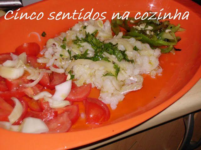 Cinco sentidos na cozinha: Salada fria de bacalhau, tomate e pimento assado- ...