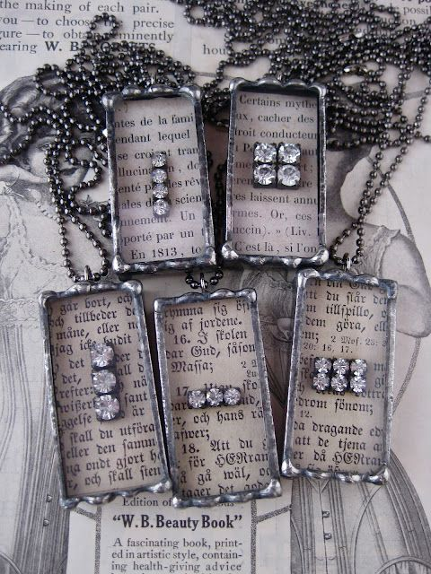 LOLA HAS SOME BEAUTIFUL PIECES OF JEWELRY...  AND SOME GREAT INSPIRATION FOR ME