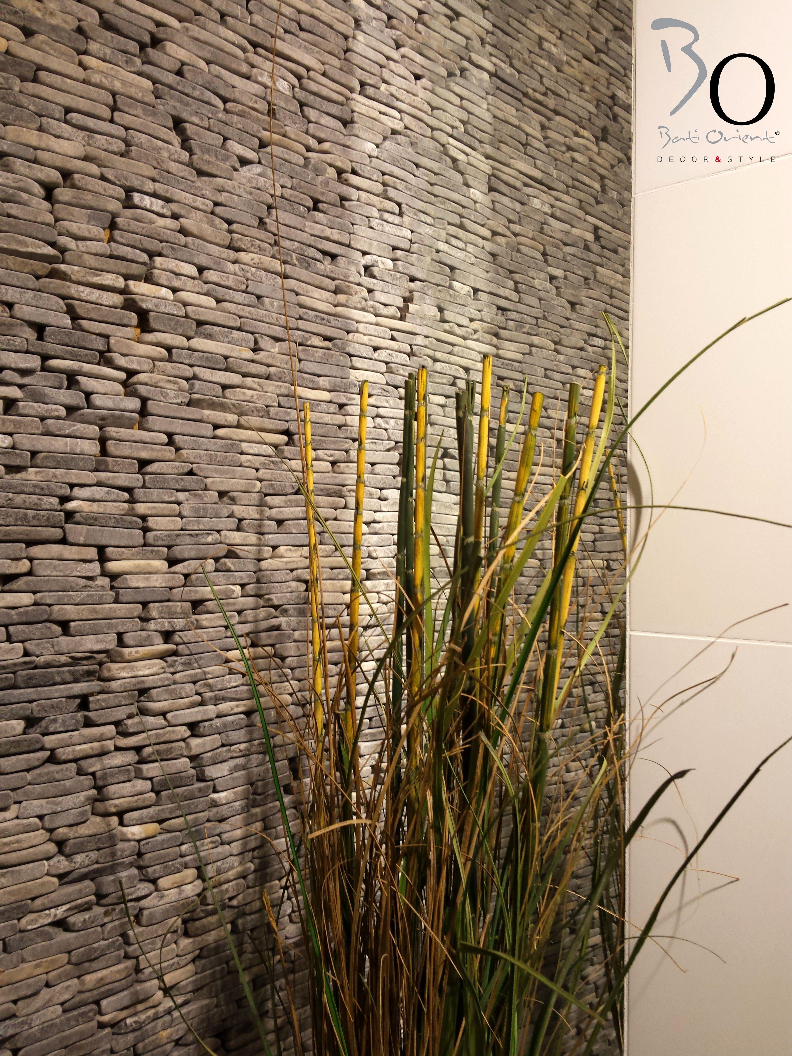 Mur de salle de bain par BATI ORIENT avec cette mosaïque en marbre ...
