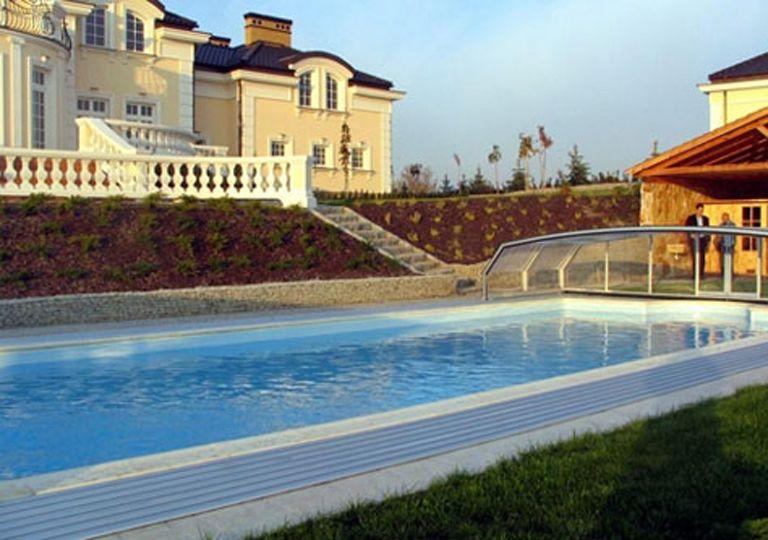 Low Height Pool Enclosure Keeps Pool Clean All Year Round Pool Enclosures Pool Pool Cover
