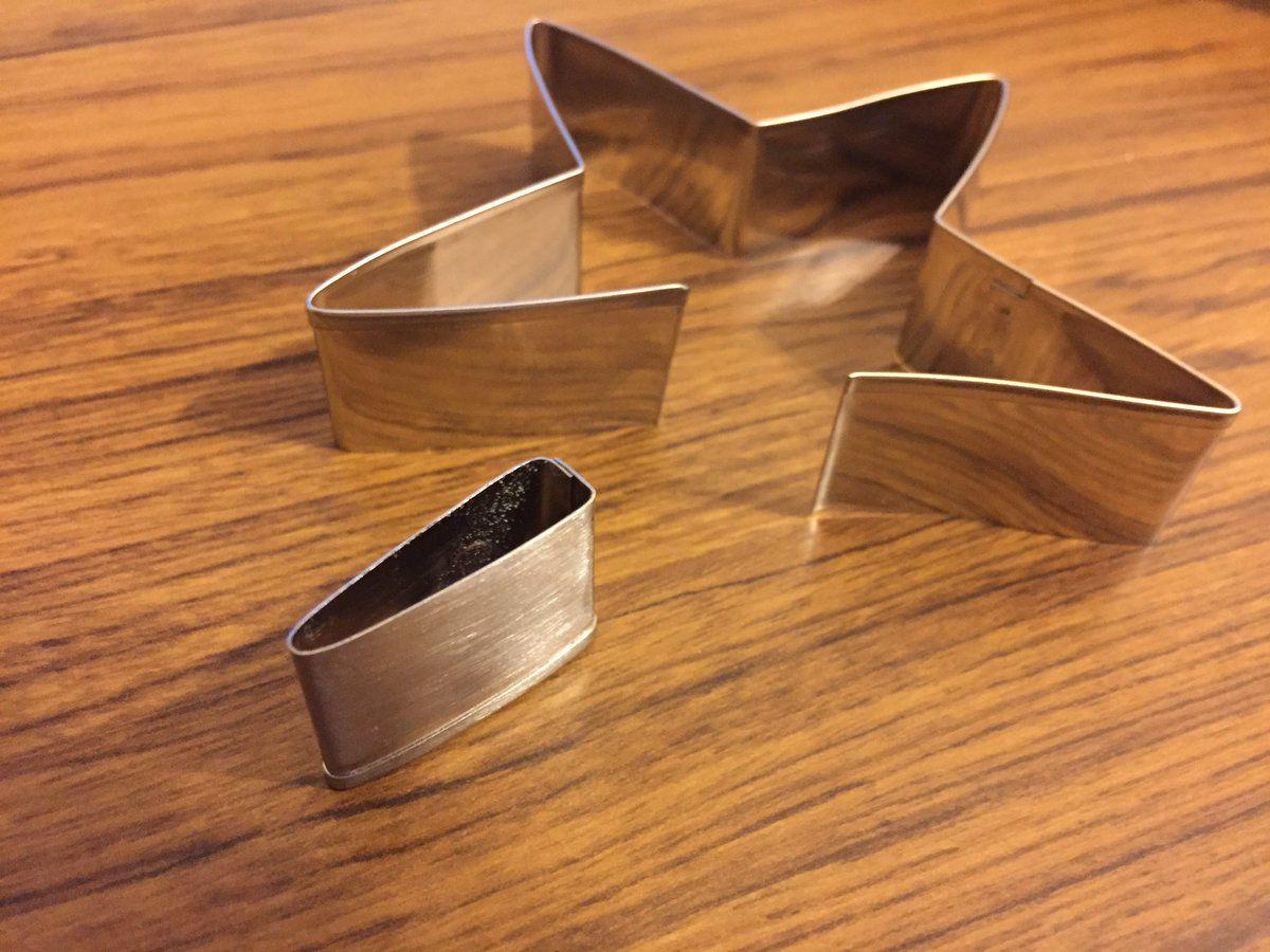 """マクシ@刀剣乱舞膝丸製作レポ!さんのツイート: """"@Maxifactory 【おすすめ100均素材】『ステンレスクッキー抜き型』幅約1.9cmで星型はコス用刀身の鎺(ハバキ)、丸型は縁や頭といった金属部品の製作におすすめです。(切り口に注意) #レイヤーのオススメ商品プレゼン大会 https://t.co/WXuXtbIg1h"""""""