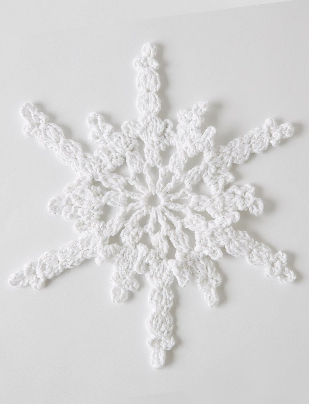 Twinkling Snowflakes...2 different snowflakes... Free pattern ...