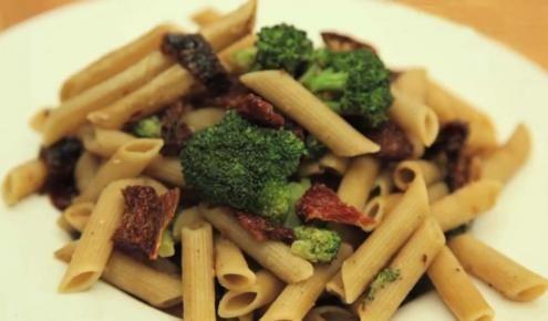 طريقة عمل وصفة مكرونة بالبروكلي والبندورة المجففة Recipes Pasta Recipes Food