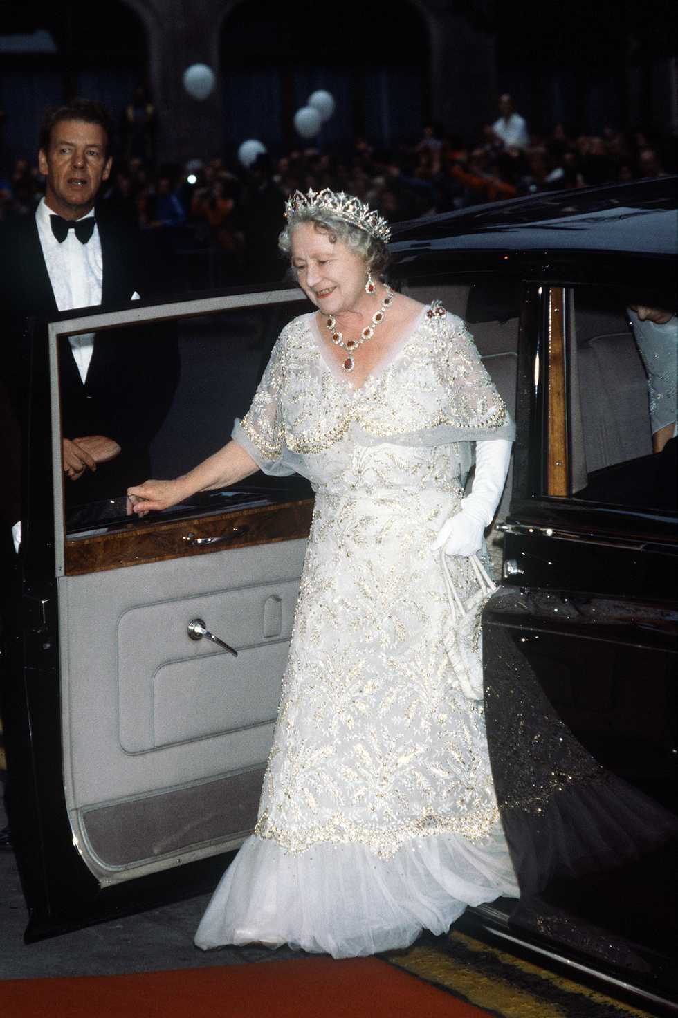 The Greatest Gowns That Queen Elizabeth Meghan Markle And More Royals Have Worn Royal Gowns Royal Dresses Queen Mother [ 1472 x 980 Pixel ]