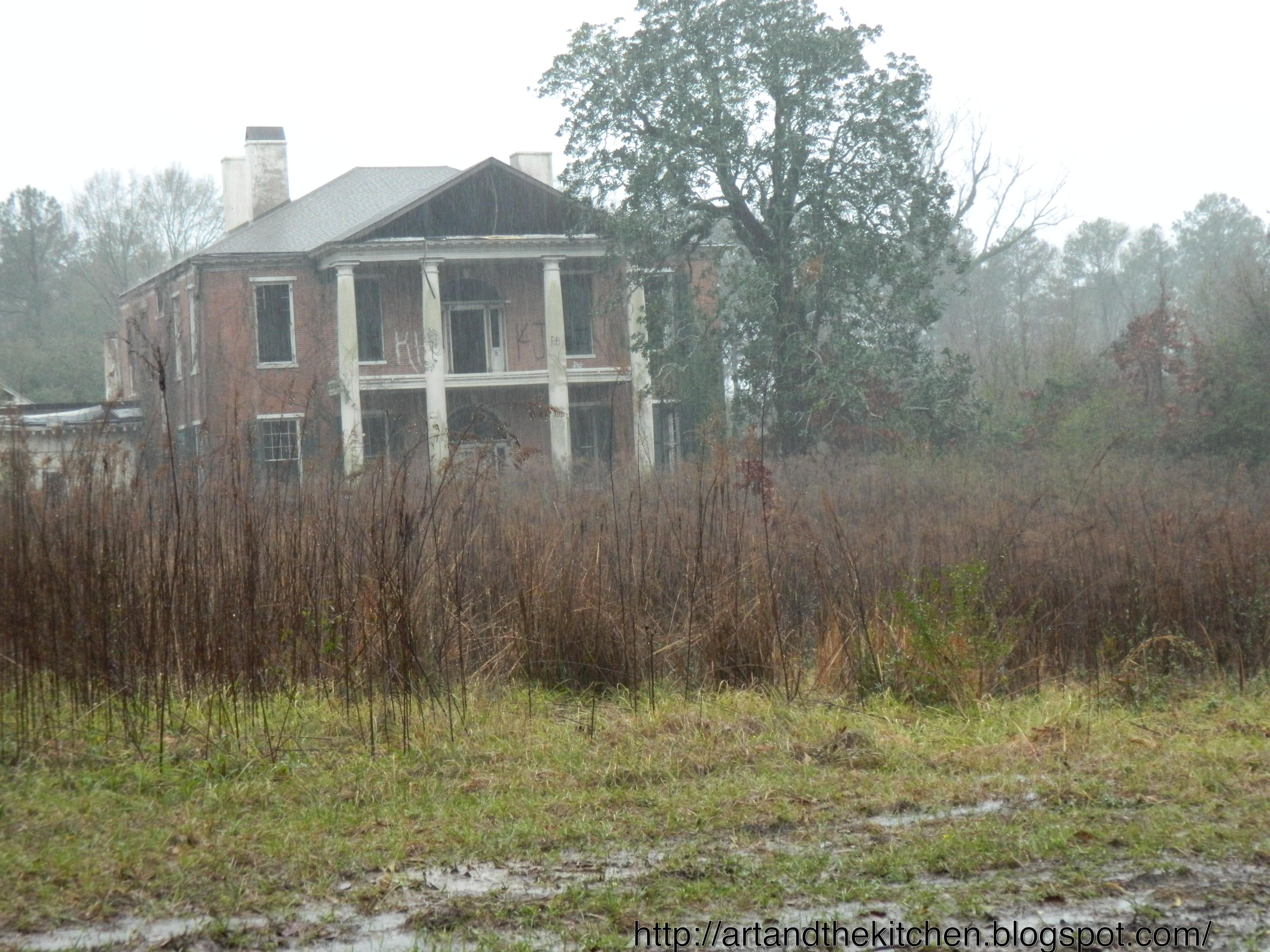 Abandoned mississippi historic mansion abandoned for Home builders in south ms