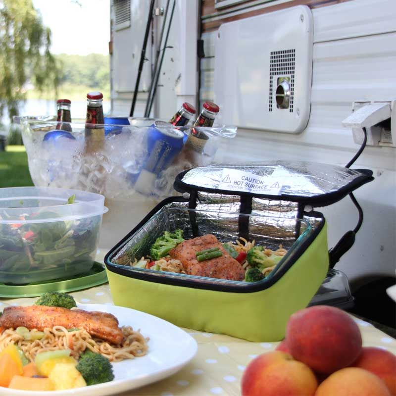 The HotLogic Mini Portable Oven for Quick and Easy Meals on the Go! http://www.wickedgadgetry.com/2016/09/06/hotlogic-mini-portable-oven/ #hotlogic #minioven #portableoven #personaloven #tableoven #portablecooking #oven #officecooking #officeoven