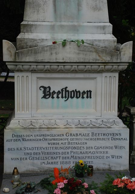 Ludwig Van Beethoven S Grave Unusual Headstones Famous Graves Grave Monuments