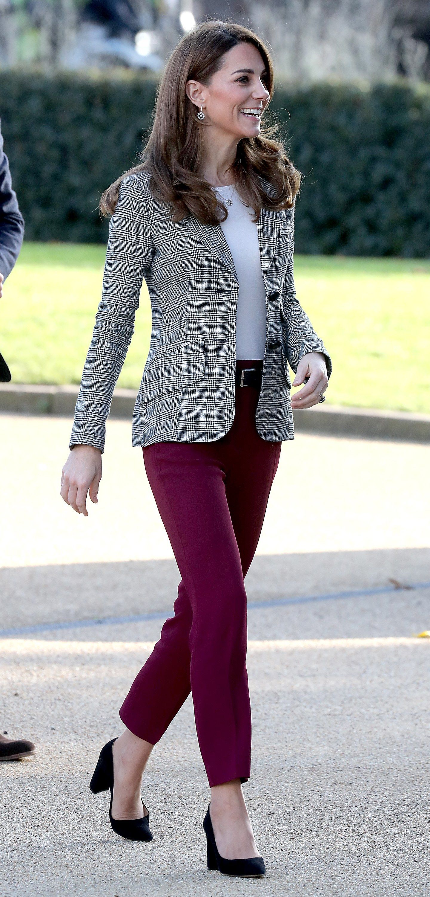Kate Middleton Just Wore a Chic—and Easy to Copy—Fall Outfit -  Kate Middleton's Outfit Is Chic and Easy to Copy for Fall | Glamour  - #AngelinaJolie #ankletattoo #BeautifulCelebrities #Chicand #cooltattoo #CopyFall #dogtattoo #Easy #feathertattoo #Kate #KateMiddleton #Middleton #outfit #wore