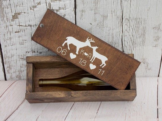 Kissing Buck and Doe Wedding Wine Box Rustic Wine Box Slide Lid Wine Box Wood Wine Box Wedding Wine Ceremony Gift Bridal Shower Gift von DownInTheBoondocks auf Etsy https://www.etsy.com/de/listing/204377331/kissing-buck-and-doe-wedding-wine-box