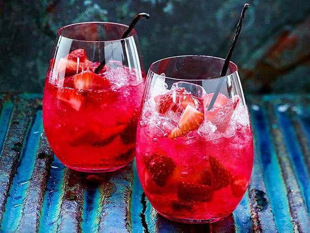 Erdbeer-Vanille-Bowle mit Limette und Gin Rezept | LECKER