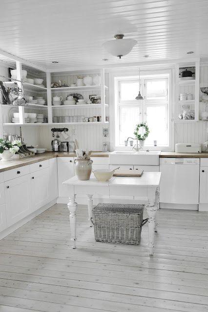 Auch ganz in weiß kann man seine Küche gestalten | Küche / Kitchen ...