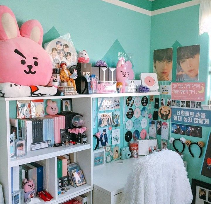 Pin by Mikaela Anderson on Kpop Rooms in 2020 | Army room ...