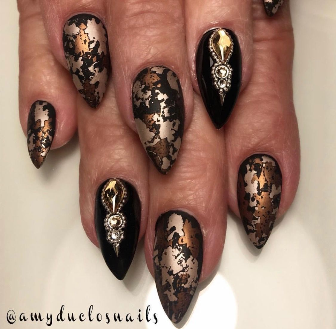 Pin by Starla Harp on Nails Gold nails, Black gold nails