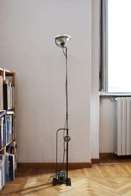 Flos, Lámpara Toio de Flos, diseñada por Achille Castiglioni and Pier Giacomo Castiglioni en 1962